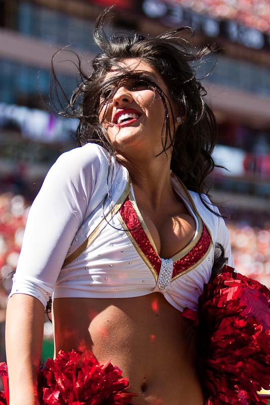 20091004_NFL_Football_Kansas_City_Chiefs_cheerleader