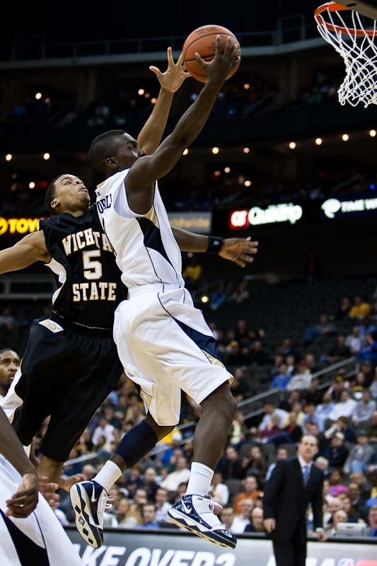 20091123_NCAA_Basketball_Wichita_State_Pittsburgh_Travon_Woodall