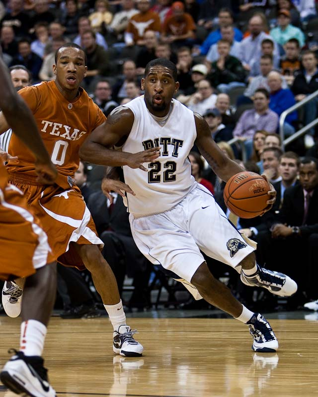 20091124_NCAA_Basketball_Pittsburgh_Texas_Brad_Wanamaker