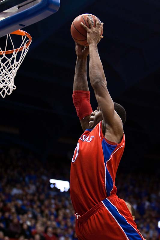 20091202_NCAA_Basketball_Alcorn_State_Kansas_Thomas_Robinson