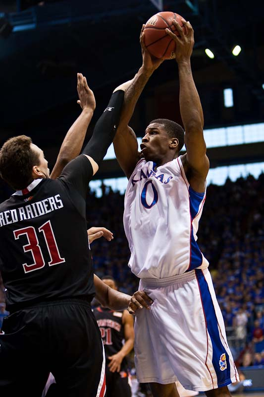 20100116_NCAA_Basketball_Texas_Tech_Kansas_Thomas_Robinson