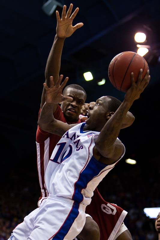 20100222_NCAA_Basketball_Oklahoma_Kansas_Tyshawn_Taylor